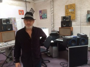 Brian Eno met hoed