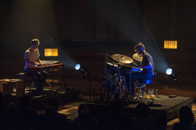 Glass Museum | Antoine Flipo (piano, toetsen) en Martin Grégoire (drums)